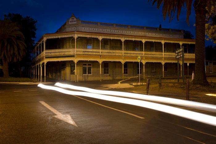 Castlemaine Midland Hotel just over the road from the station. The lights are out ---- Is anybody home...?