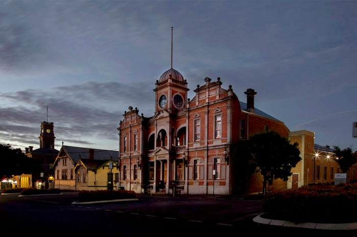 Castlemaine Town Hall – lights all out 9.30pm.