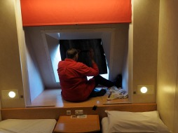 Fitting the blackout over the porthole