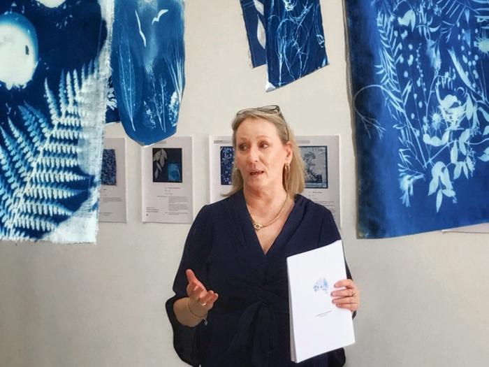 Gail Neumann speaks PHOTO Keiko Goto